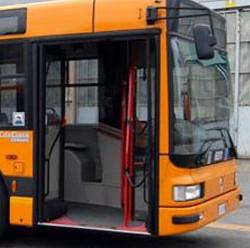 Trasporto scolastico, 300 mezzi in più per gli studenti da aziende private e cooperative