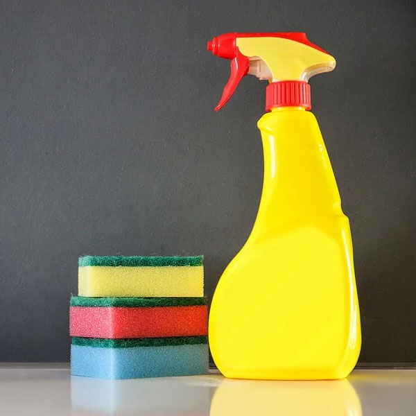 Servizi di pulizie nelle scuole: 5.000 lavoratori in esubero